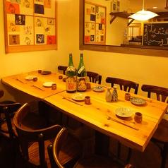 テーブル席は8名様まで対応可!!おいし料理とお酒で自然と会話はもりあがりますよね♪