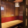 半個室タイプで禁煙席。半個室は数に限りがございますのでご予約をお勧め致します。お子様連れや女性同士のお食事会に是非どうぞ。(※写真はイメージです)(飯田橋 和食 居酒屋 個室 海鮮 寿司 まぐろ 飲み放題 宴会)
