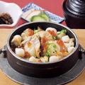 料理メニュー写真貝釜めし(小鉢・汁物・お新香付)