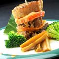 料理メニュー写真黒豚バラ煮とトマトソテーミルフィーユ