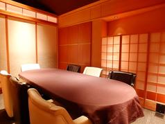 パーテーションで仕切って、4名様の半個室としてもご利用いただけます。