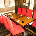 入口に近い高い椅子が特徴のテーブル席です。サクッと飲んで帰りたい時や待ち合わせ時間までの暇つぶし、二次会などにオススメのお席です♪