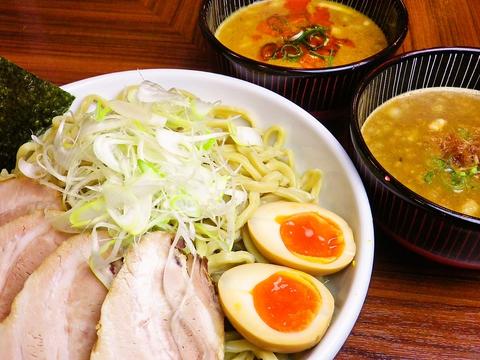 太麺、細麺ともに自家製麺で歯応えもちもち&のどごしつるつる。なかもずの人気店。