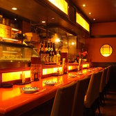 通には堪らないオープンなカウンター席。新鮮食材を目の前に、料理人との会話もカウンターの魅力♪