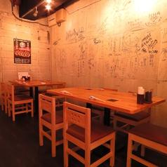 ゆったり使えるテーブル席。職場の先輩や仲良しの仲間との宴会にどうぞ★