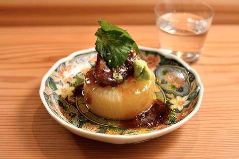 一家名物料理!フォアグラ大根!味の染みた大根の上にフォアグラを乗せた贅沢な一皿
