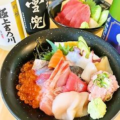 海鮮丼と日本酒の暁の写真