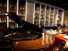 ピアノ生演奏を近くで楽しめる