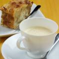 【デザート】 バナナパンプディング / 人参のチーズムース