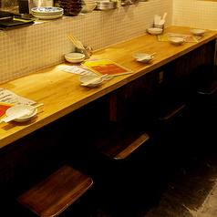 デートにおすすめ♪カウンターのお席! 初めてのお客様も立ち寄りやすい、明るい雰囲気!ちょっと軽く飲みたいときにも(*'▽') 遅めの時間まで営業してますので、二次会・三次会もお使い下さい♪