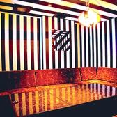 最大12名様のソファー個室。カラオケ完備。