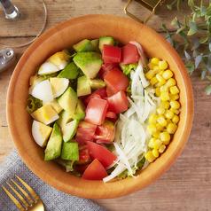 料理メニュー写真カラフルコブサラダ