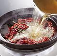 豊富な四川料理メニュー!本当に辛い物好きなお客様のために、中国の料理人達が腕をふるう四川料理の数々。一口食べるともう止まりません。海鮮沸騰鍋や辣子鶏(鶏肉の唐辛子炒め)、本格四川火鍋など多数ご用意しております。