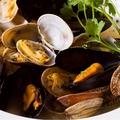 料理メニュー写真国産ムール貝とあさりのアヒージョ