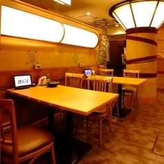 4名様テーブル少人数の飲み会にもぴったりです。【上野 居酒屋 個室】【会社の飲み会もプライベートなお食事にも最適な店内です。個室 居酒屋 食べ放題 飲み放題 宴会 個室 接待 和食 大人数 おすすめ 人気 貸切】