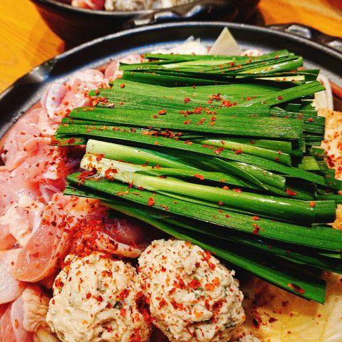 【イチオシ】赤鶏の辛味噌鍋と創作串揚げコース3000円(税抜)