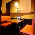 長時間いたくなる静かなシート席!お友達と、カップルで、女子会にいかがでしょうか☆4名様までご利用可能です♪会社の飲み会もプライベートなお食事にも最適な店内です。