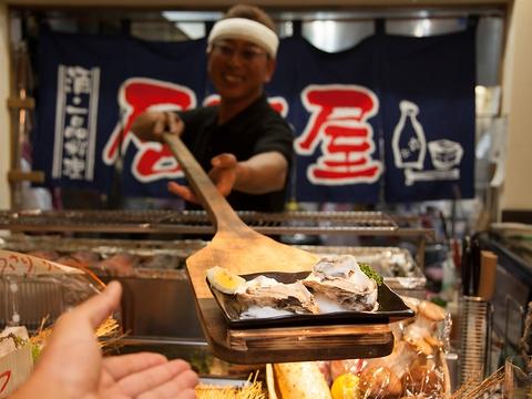 旬の海鮮を板前さんが新鮮で旬な食材を目の前で焼いてくれる本格炉ばた焼き店!