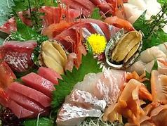 料理メニュー写真鮪、鮑、平貝、蛸、帆立、関鯖、鯛、水松貝、鰹、白海老、鯵、雲丹、烏賊など