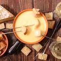料理メニュー写真冷製チーズフォンデュ 9品 (バケット、ソーセージ、海老、ジャガイモ、プチトマト、ブロッコリー、3品)