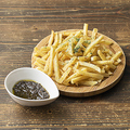 料理メニュー写真十勝産フライドポテトトリュフのディップソース