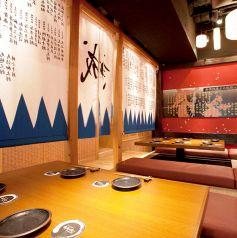 店内は幕末の京都・新撰組をテーマに壬生屯所「八木邸」をモチーフにした空間。