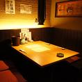 【テーブル席4名】2~4名様用のボックステーブル席は壁で仕切られてるので個室感覚です。少人数から団体様まで多数ご用意!四日市で居酒屋をお探しなら当店がおすすめ!人気の個室席はご予約必須!お気軽にご連絡下さいませ。