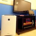 【空気清浄機】いつでも快適に気持ちよくご利用いただけるよう、空気清浄器を設置しているお部屋があります安心して快適にカラオケやお食事をお楽しみください♪