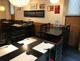 1階のテーブル席。少人数の宴会や仲間内での呑みは1階テーブル席が最適です。
