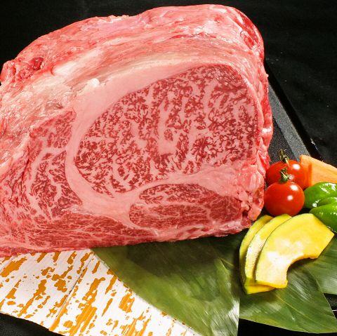 木村屋にはセントラルキッチンがありません。焼肉のお肉は「手切り」が一番おいしいと言われています。調理方法がないだけに当店は「手切り」にこだわります。肉をとことん味わってほしいとの思いで、1頭買いから始まり、カットに至るまで肉に対しての思いがあります。ぜひ当店で旨い焼肉をご賞味ください◆