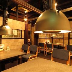 増築したテーブル席は仕切りをする事が出来、プライベートを守ります。
