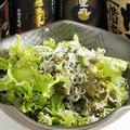 料理メニュー写真しらすとサニーレタスの胡麻サラダ
