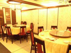 店の奥に丸いテーブル個室、会社宴会に最適