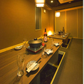 間接照明が優しく照らす完全個室空間◆デートや女子会誕生日会などの特別な日にぴったりな個室席をご用意致します!◆団体様個室席のご紹介◆団体様の個室席もご用意致しております。和柄の襖と、和の象徴でもある木に包まれた個室は独特の柔らかさと、荘厳さを醸し出します。東京駅徒歩5分八重洲中央口付近日本橋駅徒歩2分
