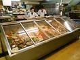 鮮魚店が併設されていて、食材を選ぶと、そのまま調理してくれるので新鮮で安い料理が出来たてで出て来る