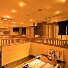 【お客様のニーズに合わせる空間】照明も明るすぎずゆったりとくつろげるお部屋。当店の席はどれも雰囲気造りにこだわっております。女子会や合コン・打ち上げ・誕生日会など、お客様のニーズに合わせてお選び下さい!横浜・関内でのご宴会、飲み会に