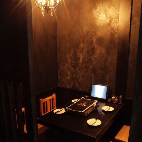 シャンデリア輝く個室