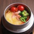 料理メニュー写真トマトチーズ釜飯