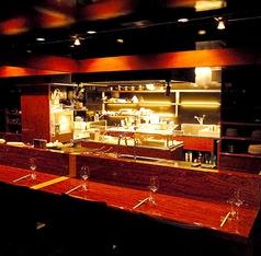 2階:広々としていてゆったり座れる2階カウンター席は臨場感あふれる調理風景を見ながらお食事を楽しめます。