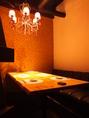 女子会やコンパにもどうぞ。シャンデリア煌めくソファー席の個室です。