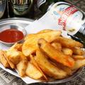 料理メニュー写真スパイシーフライドポテト Spicy Fried Potato
