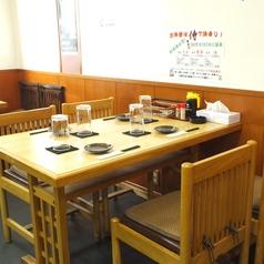 4名様テーブルは2席あります。
