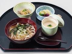 茶碗蒸しセット(うどん または そば、茶碗蒸し、漬物、小鉢)