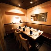 テーブル、ペアシート、4名様までの個室と様々なお席をご用意♪