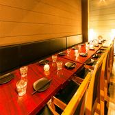 新宿の喧騒を忘れさせてくれる穏やかで和モダンなインテリアの個室が魅力です。女子会・合コン・貸切に♪