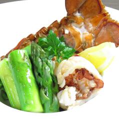 料理メニュー写真オマール海老とアスパラガスのバター焼き