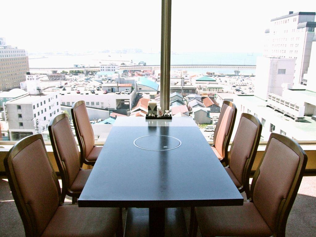 お食事をしながら函館の絶景を見ることができる二重に楽しめるレストランです