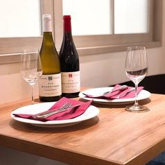 デートなどにぴったりなテーブル席。2名~幅広くご対応。