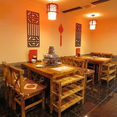 1階は4名様テーブルと6名様テーブルがあり最大22名でご利用いただけます。
