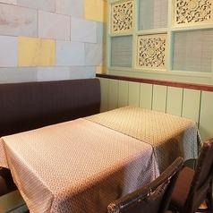 料理とお酒を囲んでワイワイできるテーブル席完備♪少人数でも大人数でもお楽しみいただけます。